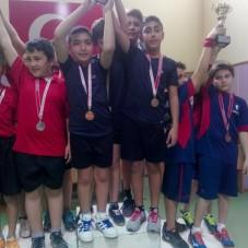 Ürkmezli Gençler Masa Tenisinde Şampiyon