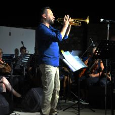 Sığacık Kaleiçi'ni Dolduran Vatandaşlar Kent Orkestrası'yla Coştu.