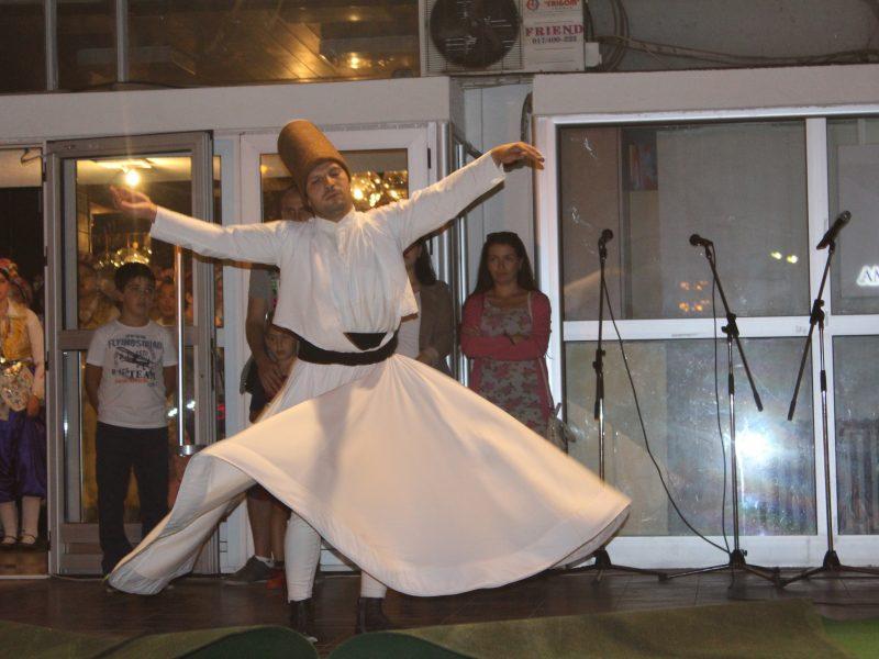 Seferihisarlı Gençlerden Avrupa'da  Dans Şov