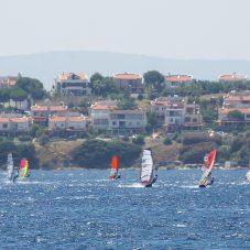 Sörf Rüzgarı Seferihisar'da Esti
