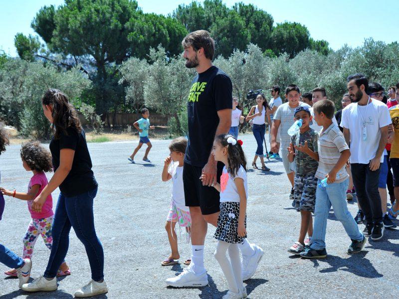 Milli Basketbolcu Ulamış'ta Çocuklarla