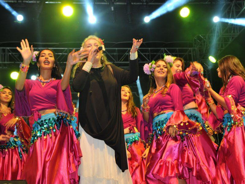 "Muhteşem Finalde Tek Ses ""Yaşa Mustafa Kemal Paşa Yaşa"""