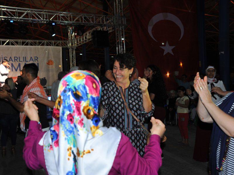 """Seferihisar'dan Türkiye Mesaj: """"Barış Bu Kadar Kolay"""""""