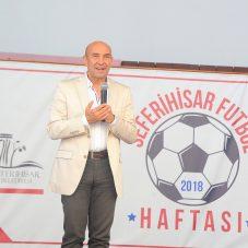 Seferihisar'da Plaj Futbol Sahasına Şenes Erzik'in Adı Verildi