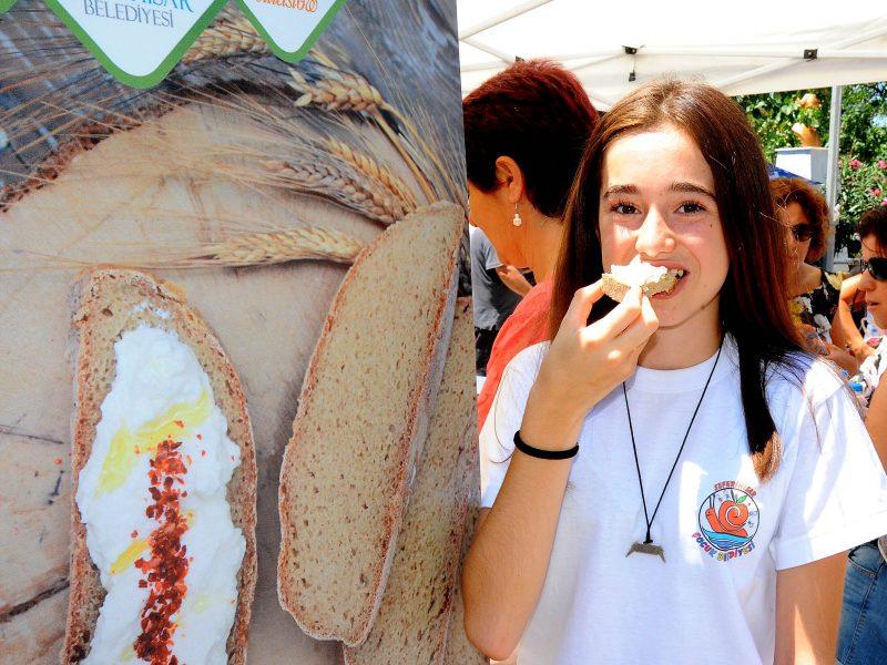 4 Bin Ekmek Yüzlerce Kilo Peynir Tüketildi