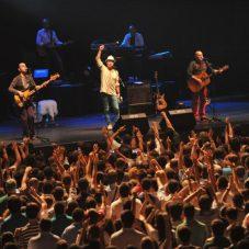Efsane Grup 11 Eylül'de Seferihisar'da