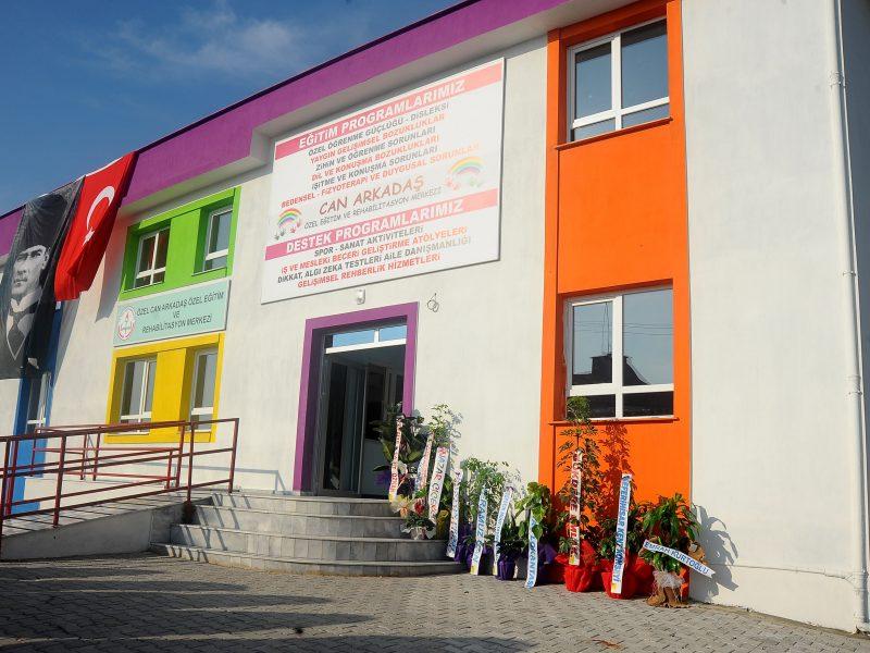 """Seferihisar'da Türkiye'nin en """"özel"""" """"Engelliler Eğitim ve Sosyal Yaşam Kampüsü""""Açıldı"""