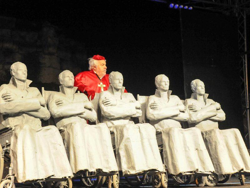 13. Türkiye Tiyatro Buluşması muhteşem bir oyunla başladı