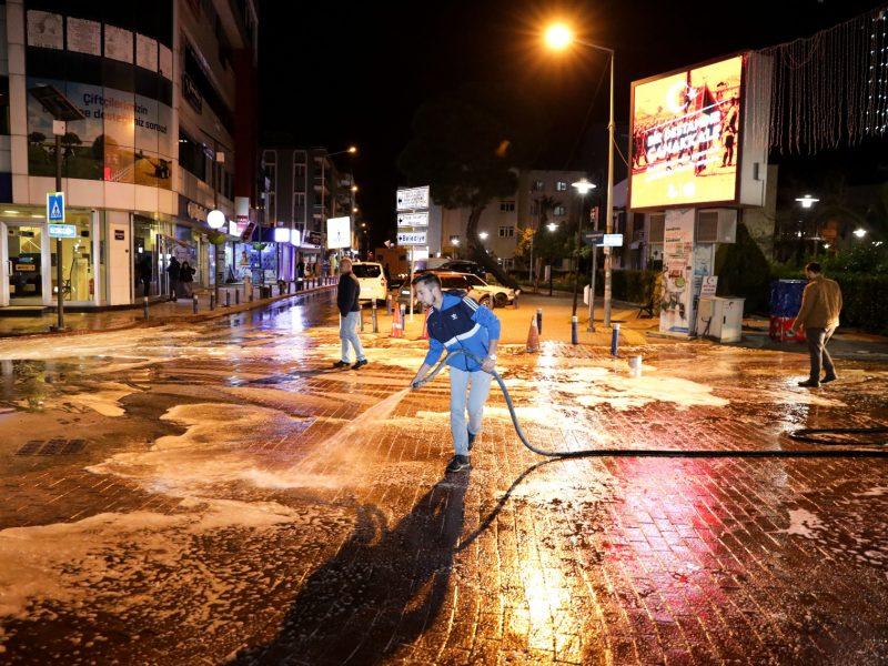 Seferihisar Belediyesi  Koranavirüs önlemleri kapsamında başlattığı temizlik ve dezenfekte çalışmalarına bir yenisini ekledi.