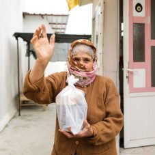 Seferihisar Belediyesi 65 yaş üzeri vatandaşlar için çalışmalara başladı.