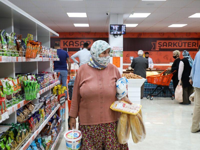 Ürkmez'in Halk Marketi açıldı