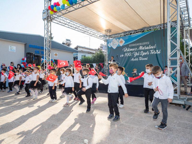 100. Yıl Masal Evi ve 100. Yıl Spor Tesisi Ürkmez'de hizmete açıldı