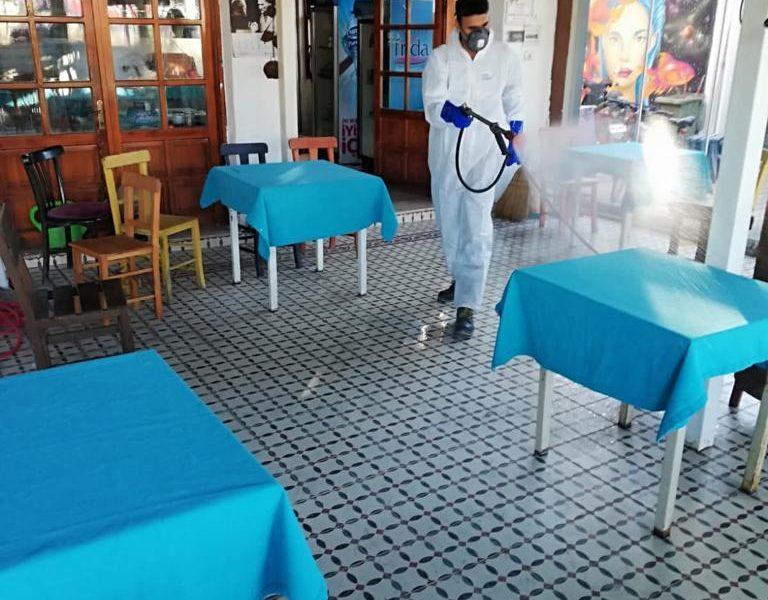 Seferihisar'da koronavirüse karşı temizlik çalışmaları hız kesmeden devam ediyor
