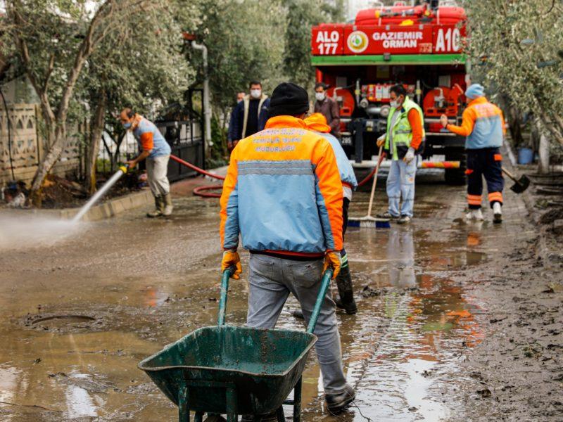 Seferihisar'daki aşırı yağış sonrası yaralar sarılıyor