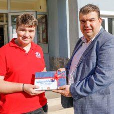 Başkan Yetişkin'den Teknofest'te ödül alan gençlere destek