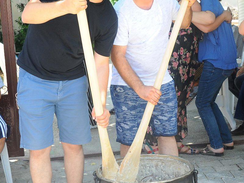 """Seferihisar Belediyesi Turgut Köyünde """"Lavanta Pazarı"""" Adıyla Düzenlediği Festivalde Binlerce Misafiri Konuk Etti"""