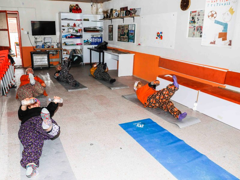 Ulamış köyü kadınları pilates yapıyor